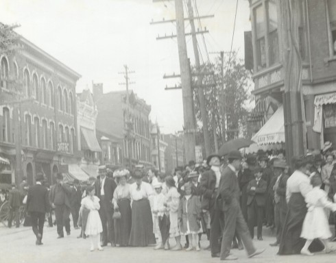 A busy intersection: West Fulton Street and Main Street, about 1900