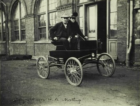 Mina and Thomas Edison in their locomobile