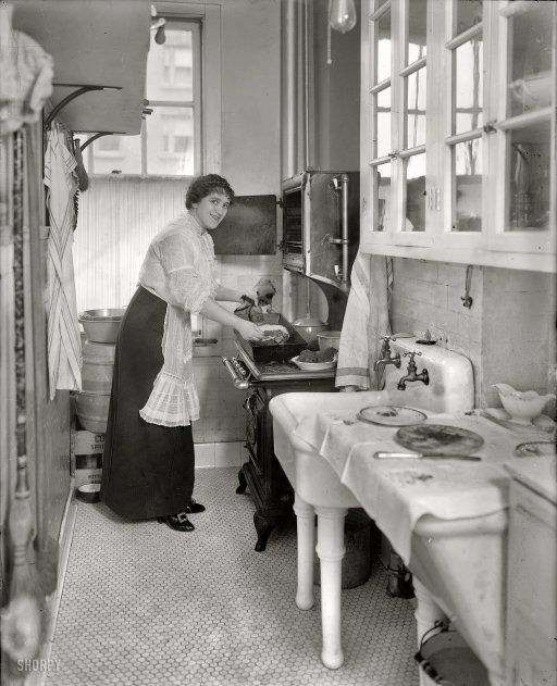 A modern kitchen in 1914