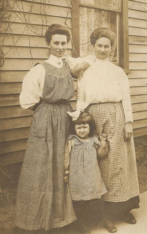A 1910 photograph with the women of the family wearing three different styles of apron.