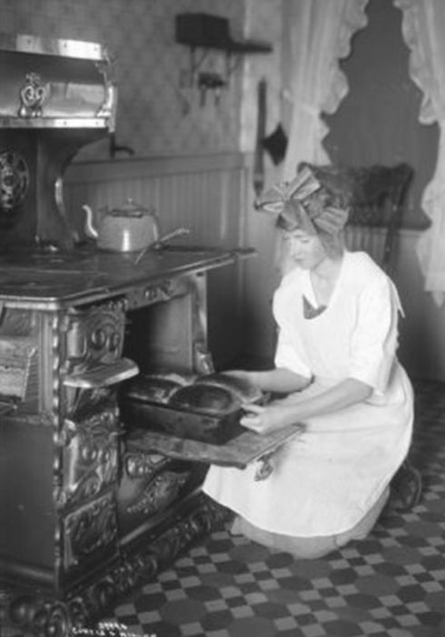 Baking Bread in 1914