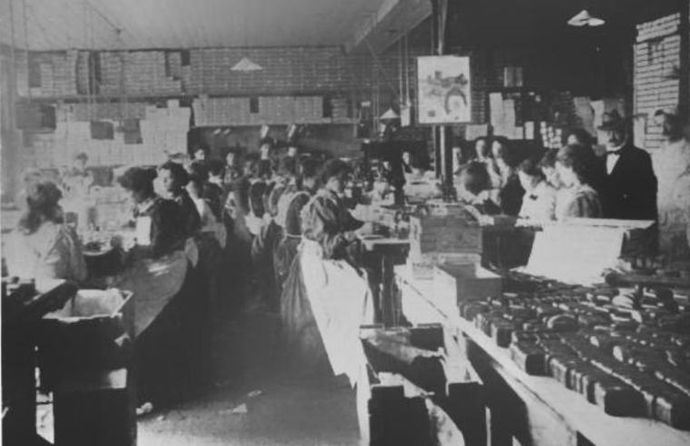 Workers labeling and wrapping perfums and soaps, 1900.