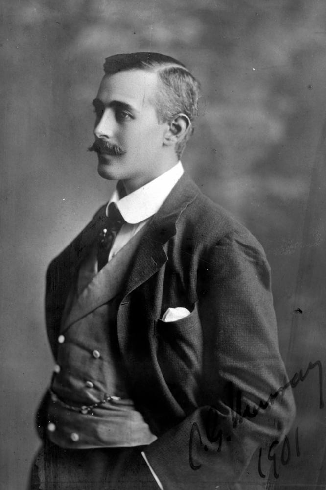 A 1901 photo of a fashionably dressed gentleman.