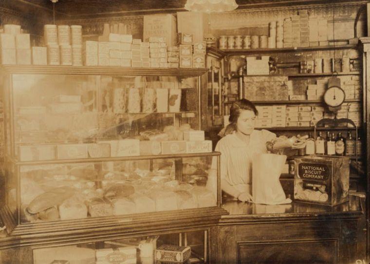 A Boston bakery, 1917