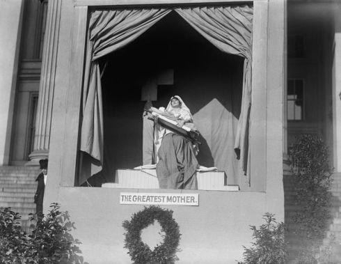 red-cross-demonstration-with-tableaux-on-south-front-of-treasury-building-washington-dc-1917